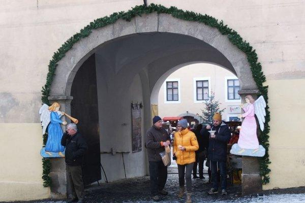 Na vianočné trhy pozývajú aj na nádvoria štiavnického Kammerhofu.