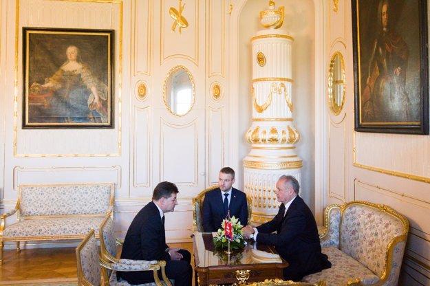 Prezident Andrej Kiska rokuje s premiérom Petrom Pellegrinim a ministrom Lajčákom.