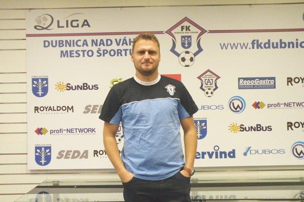 Jeden z trénerskej dvojice FK Dubnica Peter Jakuš.