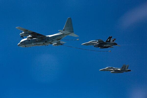 Lietadlá havarovali počas dopĺňania paliva vo vzduchu pri pobreží Japonska.