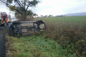 Pri nehode medzi obcami Bidovce a Čakanovce v roku 2017 narazil ford do stromu po šmyku na ceste.