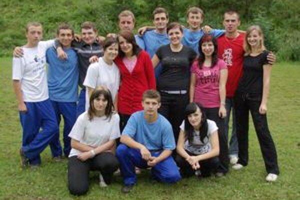 Mladí hasiči z Hornej Breznice. Ich ženy bežali po prvý raz.