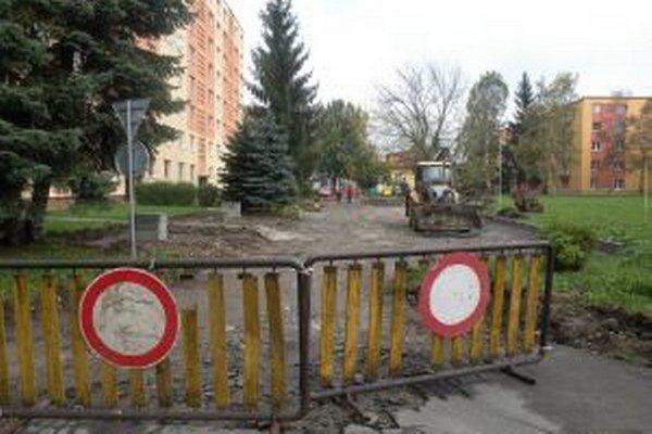 Po dokončení rekonštrukcie bude na ulici tridsaťdeväť miest na parkovanie.