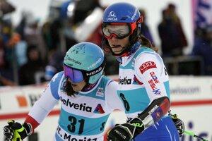 Petra Vlhová (vpravo) a Wendy Holdenerová.