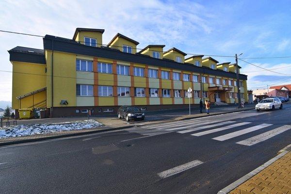Kultúrny dom a obecný úrad v obci.