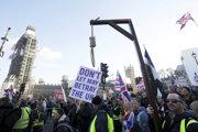 Demonštranti vyzývali na zrušenie dohody o brexite.