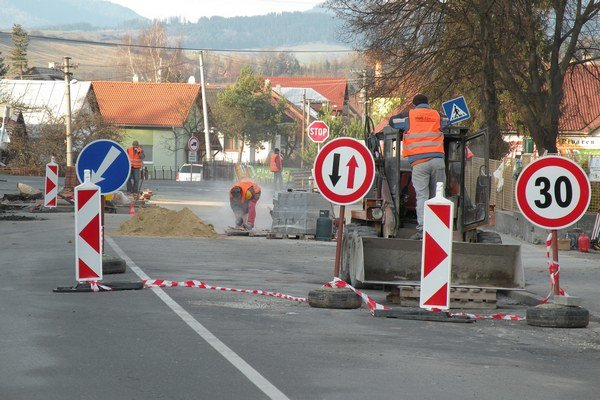 Na križovatke Palúčanskej ulice a ulice Demänovská cesta.