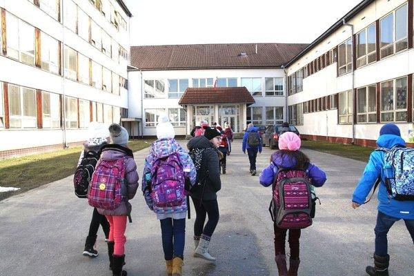 Gymnázium Mikuláša Galandu v Turčianskych Tepliciach.