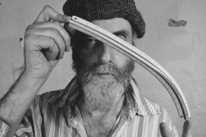 Hundertwasser neznášal rovnú čiaru, ktorá preňho bola symbolom masovej produkcie.
