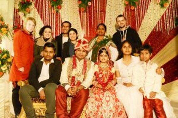 Členovia Gasparega spoznávali tamojšiu kultúru aj účasťou na svadbe.