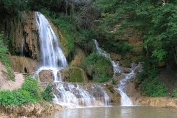 Vodopád v strede obce je európskou raritou. Starosta verí, že táto jedinečnosť hodnotiacu komisiu, okrem iných rozvojových aktivít dediny, zaujme.