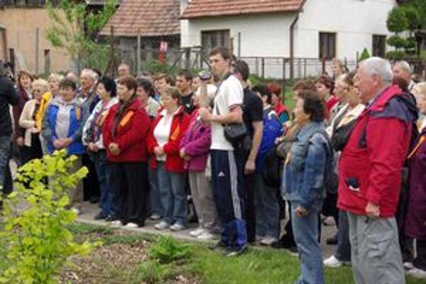 Prišli na návštevu. Z Moravy prišlo do Pruského šesť autobusov.
