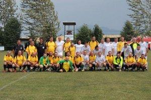 Vzápase na ihrisku sa predstavili Internacionáli SR proti Internacionálom OFK P. Ľupča. Stretnutie slovenských futbalových legiend sdomácimi hráčmi bolo pre divákov najväčším ťahákom.