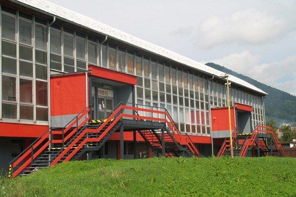 V priebehu posledných dvoch rokov urobili v priestoroch štadióna niekoľko opráv, aby športovisko skultúrnili. Pustia sa aj do opravy chladenia.