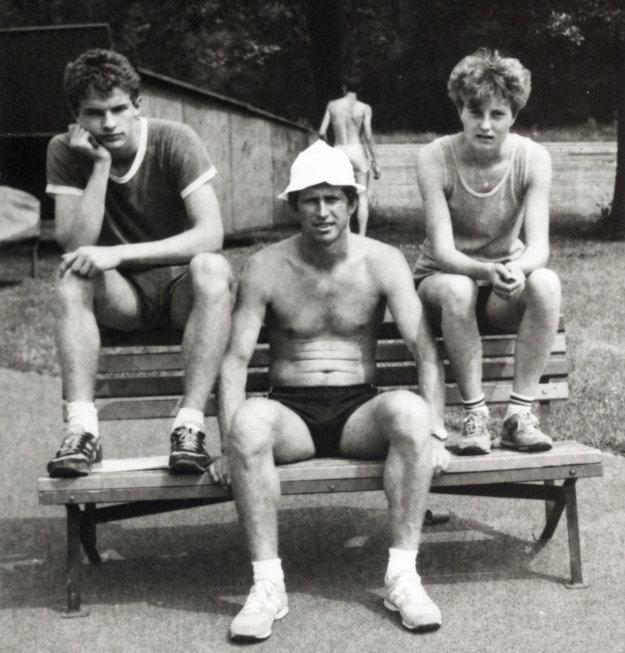 Na sústredení v Nymburku okolo roku 1986. Zľava Oto Oreško, Ján Tóth a Janette Pecháčová (dnes Púchovská).
