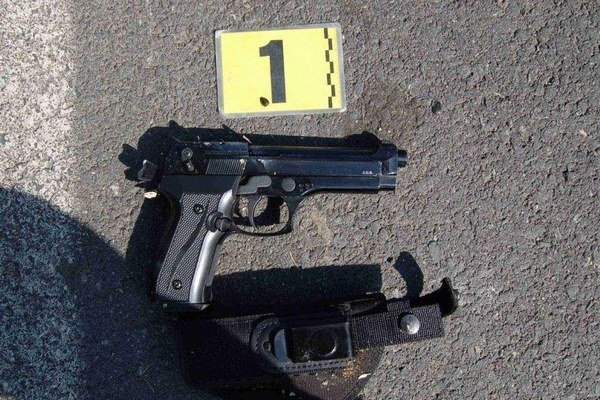 Touto zbraňou mieril lupič z Krompách na vystrašenú predavačku.