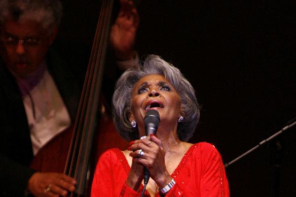 Americká džezová speváčka Nancy Wilsonová na archívnej snímke z 29. júna 2007.