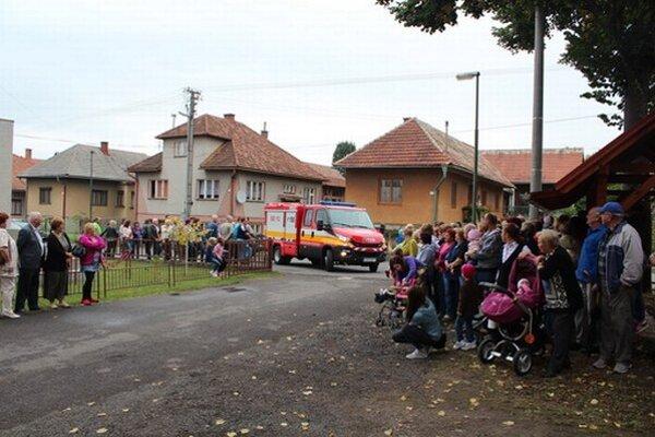 Okrem hasičských áut rozdeľujú dobrovoľníkom aj protipovodňové vozíky, tie sa ale týkajú najmä oblastí s veľkým rizikom záplav.