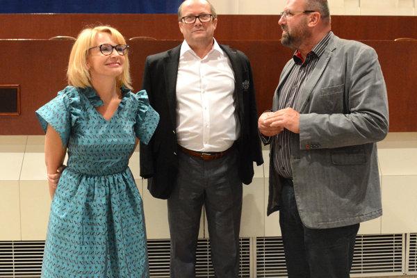 Niekdajšia viceprimátorka Košíc Lenártová v diskusii s bývalým riaditeľom magistrátu Lazúrom a šéfom K13 Jánom Kováčom.