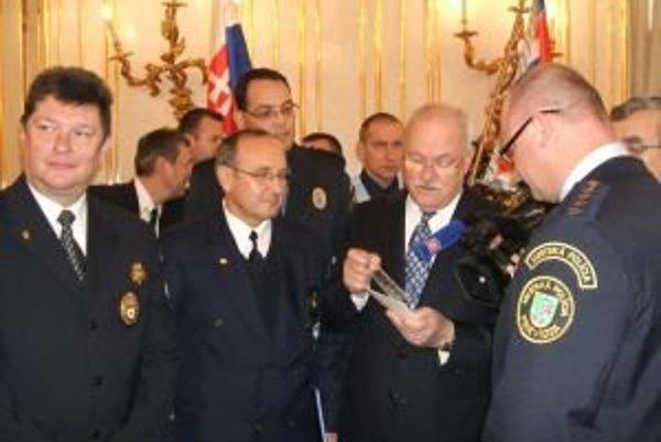 Ľubomír Marjovič  (druhý zľava) a Ivan Stromko (vľavo) na stretnutí  s prezidentom Ivanom Gašparovičom.