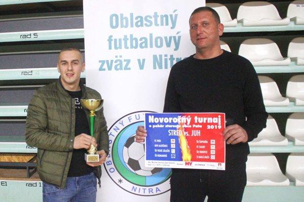 Lukáš Herák (tréner Paty, vľavo) a Ladislav Herák (manažér klubu) prišli s myšlienkou zorganizovať nový halový turnaj pre dospelých.