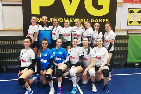 Juniorské volejbalistky UKF Nitra na turnaji v Prahe.
