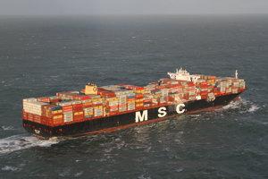 MSC Zoe je s dĺžkou 396 metrov a šírkou 59 metrov jednou z najväčších nákladných lodí na svete.