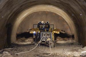 Tunel Čebrať v úseku diaľnice D1 Hubová – Ivachnová začali v júli 2018 znova raziť na pokyn ministra Érseka.