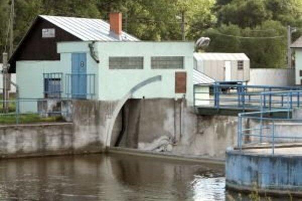Rybári sú už dlhodobo proti výstavbe akýchkoľvek vodných objektov prehradzujúcich tok rieky napriek tomu, že súčasťou každého investičného plánu je takzvaný rybochod.