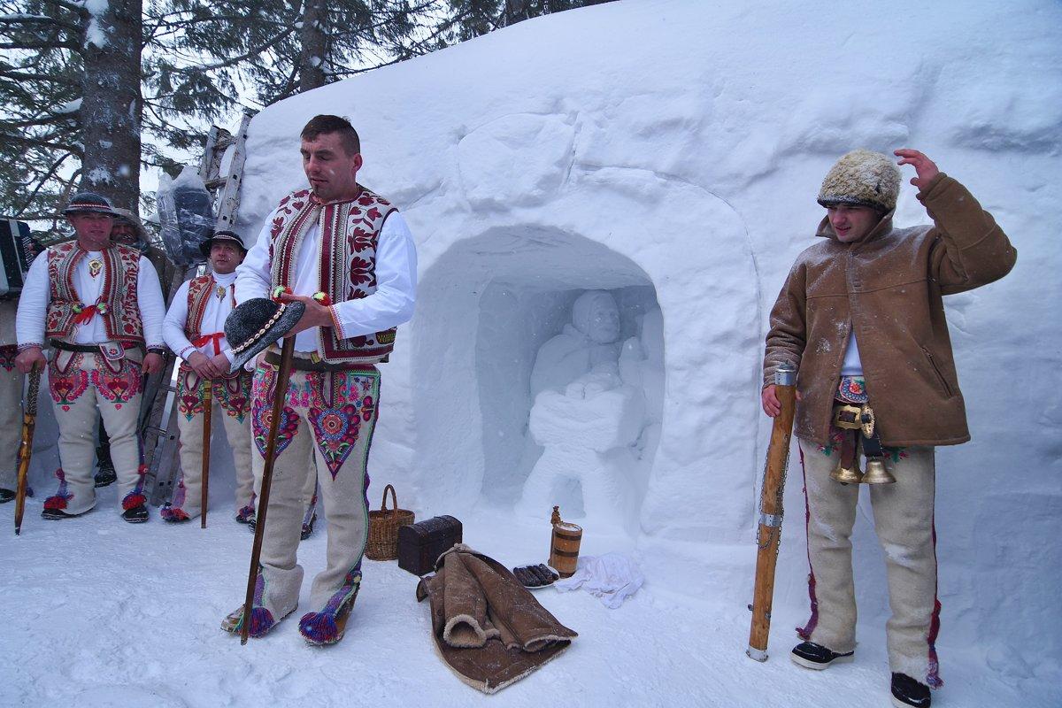 adb22d722 Betlehem pri Rainerovej chate musia čistiť od snehu. Stojí aj socha nosiča