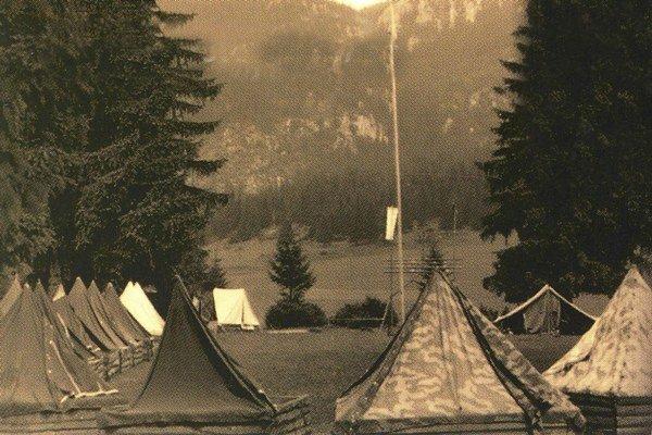 Na mieste, kde moravskí pionieri prvý raz rozložili stany, dnes stojí malá kaplnka. Od roku 1960 sa z Bobroveckej doliny nepohli, táborové mestečko posúvali vždy len v rámci doliny.