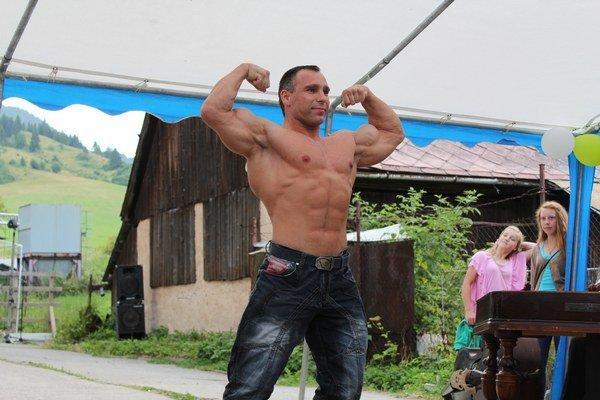 O program sa postarali historickí šermiari z Bojníc a skvelým bonbónikom bolo vystúpenie európskeho šampióna spred troch rokov v športovej kulturistike vo váhe do 75 kg Petra Kokošku.