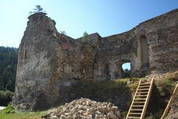 Na hrade a v kaštieli zaviedli prehliadkovú trasu pre verejnosť.