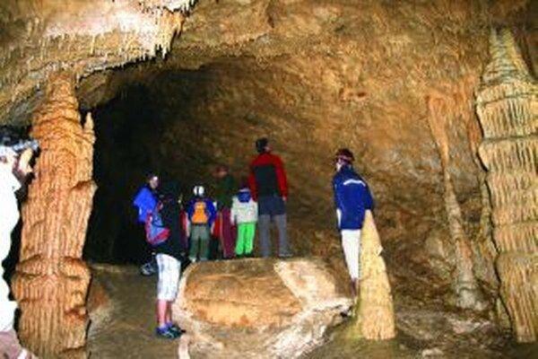 Deti sa v jaskyni dozvedeli veľa zaujímavých informácií, ktoré by doma pri počítači na internete nenašli.