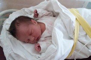 Simona Borotová (3230 g, 50 cm) sa narodila 30. decembra Gabriele a Jozefovi z Dolnej Súče.