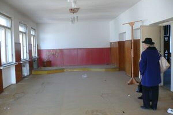 Prehliadka budovy bývalej vojenskej správy.