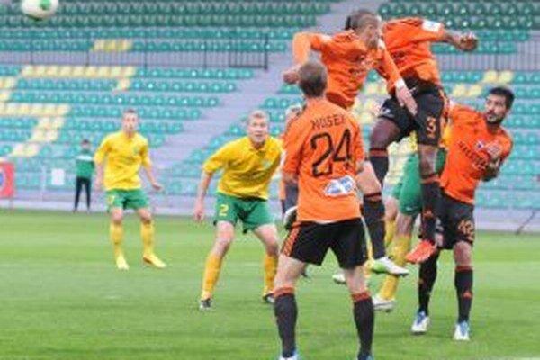 V Žiline sa futbalistom podarilo urobiť výsledok, ktorý ich vyšvihol na druhé miesto.