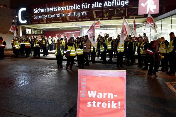 Štrajk bezpečnostného personálu na berlínskom letisku Schönefeld 7. januára 2019.