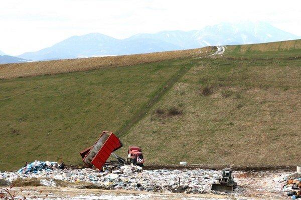 Podľa zmluvy môže mesto ukladať odpad na skládku len do augusta budúceho roka.