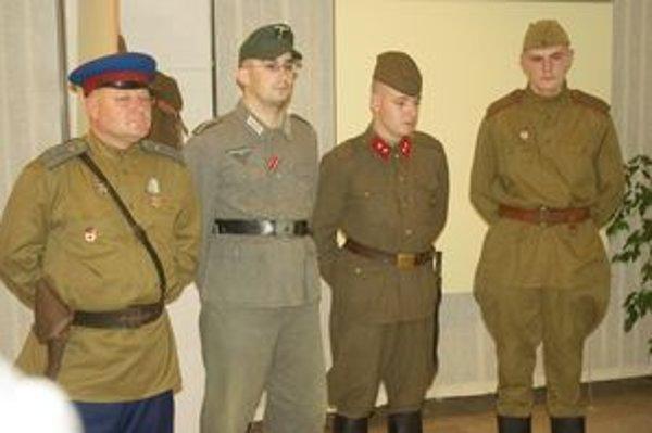 Do historických uniforiem sa obliekli členovia klubu.