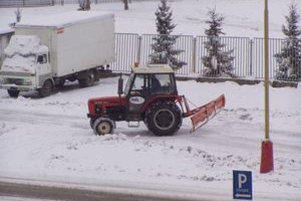 """Snehová nádielka """"prevetrala"""" cestárov už v októbri."""