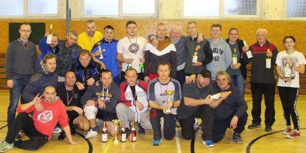 Účastníci nohejbalového turnaja.