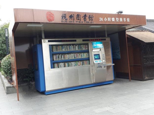 Automatická knižnica alebo dvadsatštyrihodinová požičovňa kníh.