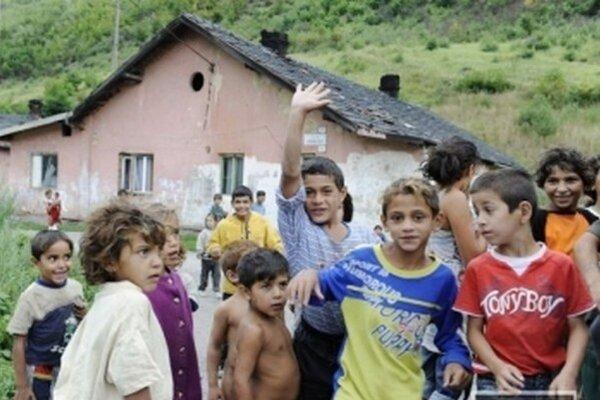 """""""Nemôžu byť celý život nezamestnaní a poberať len sociálne dávky,"""" povedal Milan Portík."""
