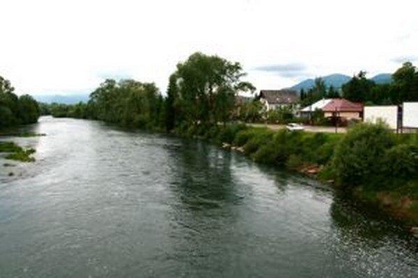 Stanovisko, že elektráreň rieke neuškodí, obyvateľov nepríjemne prekvapilo, chcú proti nej bovať ďalej.