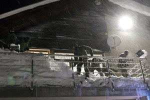 Vojaci pomáhajú v Oravskej  Lesnej  a Novoti.