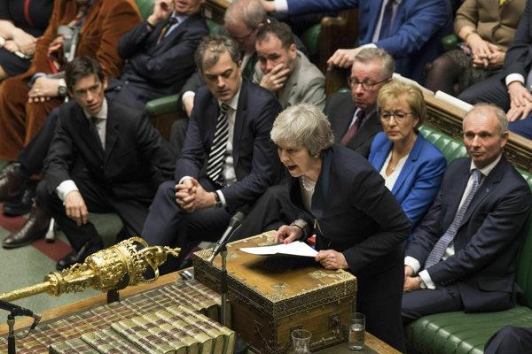 Theresa Mayová poslancov o dohode nepresvedčila.