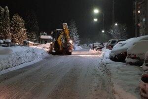 V Čadci bojujú so snehom 24 hodín denne (25 fotografií). V okrese Liptovský  Mikuláš je mimoriadna situácia ... 692d2f07f1a