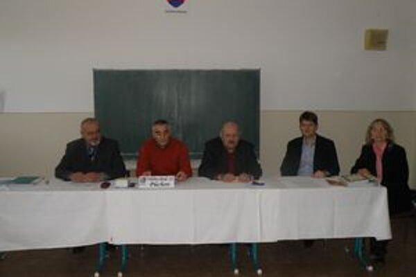 Obvodná komisia v Púchove zatiaľ žiadne podnety neriešila.