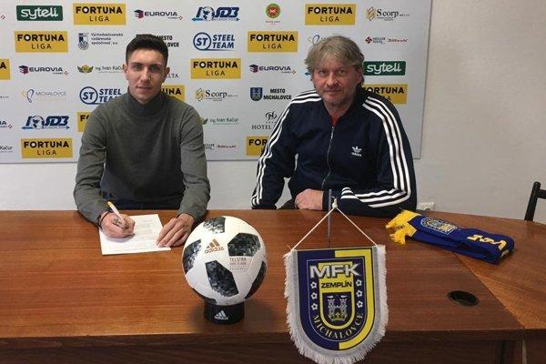 Nová posila Michaloviec Kountouriotis s predsedom predstavenstva Štefanom Laurinčíkom.